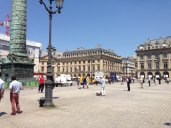 Des Veilleurs Debout place Vendôme à Paris, été 2013