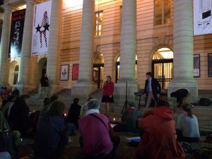 Ludo intervient à coté d'Axel aux veilleurs sur la place de l'Odéon le 5 octobre 2014 - cliché @Vincent2L
